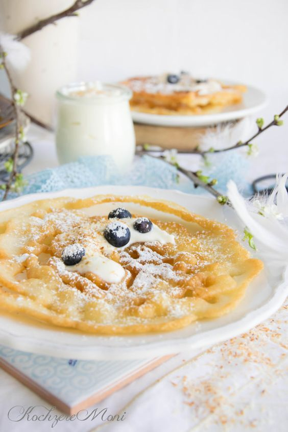 Österreichische Strauben mit Kokoscreme und Blaubeeren - Funnel cakes with coconut cream and blueberries