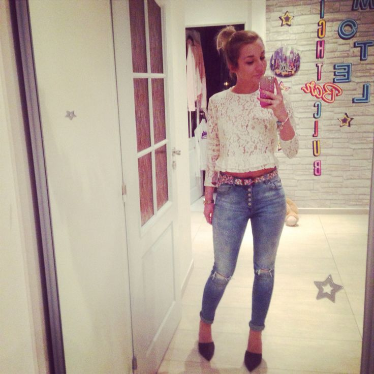 Crop-top outfit  #zara crop shirt and pumps #pulandbear  favorite jeans