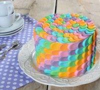 Rainbow petal cake - Taart - Recepten | Deleukstetaartenshop.nl