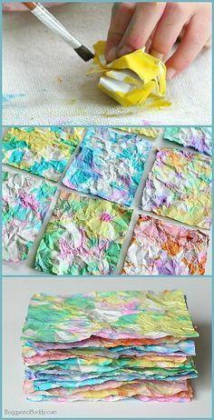 Machucar uma folha de papel e pintar com aguarela. De seguida abrir a folha, machucar novamente e pintar com outra cor e assim sucessivamente até a folha estar toda pintada.