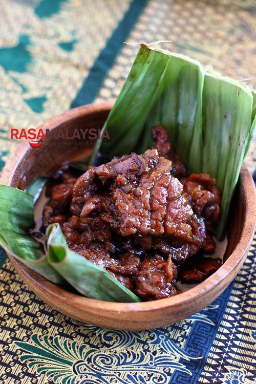 Daging Masak Kicap (Soy Sauce Beef) recipe - a tender cut of beef, soy sauce, and sweet soy sauce. #beef #soysauce #dinner