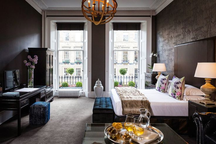 If you like stylish bedrooms and trendy atmospheres then these handpicked boutique hotels in Edinburgh are for you. See the full collection!