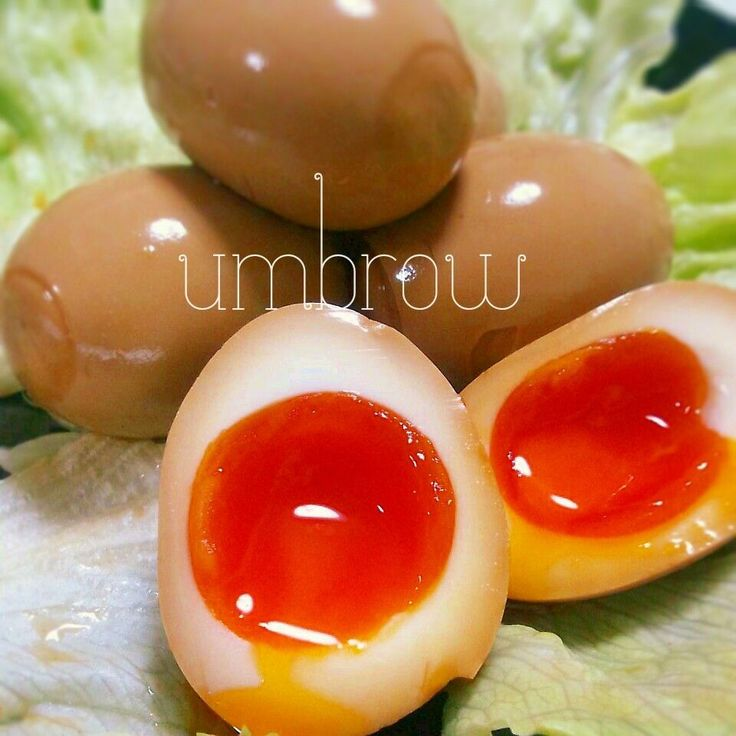 卵…お好みで A 水…480~500cc  醤油…120cc  カツオだし…大1 砂糖…大3 昆布…3~5cm   沸騰したお湯に少しだけお酢を入れ、冷蔵庫から出した卵を入れます。火をつけ、Mサイズで6分半~7分、Lサイズで7分~7分30秒程茹でます!!その間にAを煮立て、卵が茹だったらすぐ冷水に入れます!粗熱がとれたらそっと殻を剥きます。タッパー、ジップロック等に卵とAを入れ、1日~2日冷蔵庫で冷ませば出来上がりです。