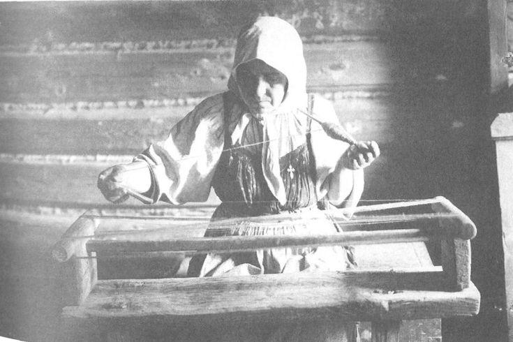 Подготовка ниток для тканья. Рязанская губ., Касимовский у., с. Увяз. 1914