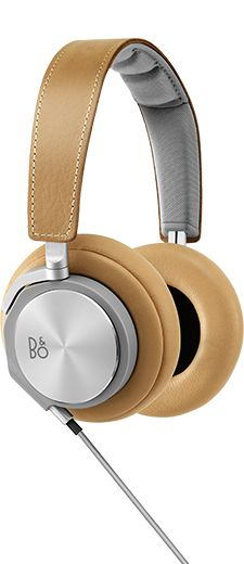 Carefully selected high quality materials like leather and aluminium make Beoplay H6 comfortable to wear and bring a sense of everyday luxury. Also, every day wear and tear merely adds patina, and makes BeoPlay H6 age beautifully.