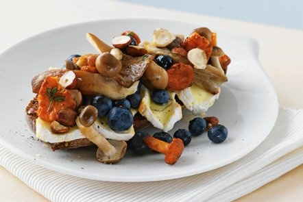 Ha? Mushrooms and blueberries sandwich? At least, it's pretty... :)