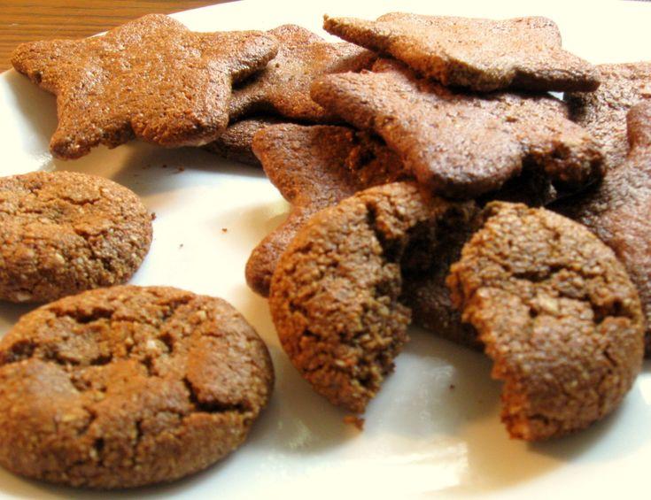 Ginger Molasses #Cookies - #Paleo Friendly! Ingredients: 3 cups almond flour, 1/2 cup molasses, 3 tbsp coconut oil, 1 tbsp coconut milk, ...