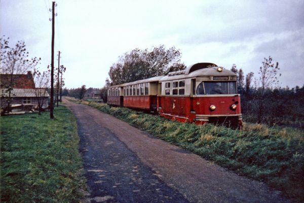 Tram op Hossenbosdijk vanuit Brielle richting Vierpolders 1966