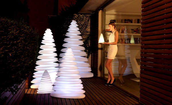 via: http://unclehome.com/attractive-christmas-tree-lamp-by-teresa-sapey/
