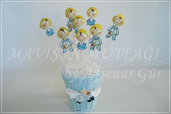 Bebek başı şeklinde dekorlanmış cakepops'lar...