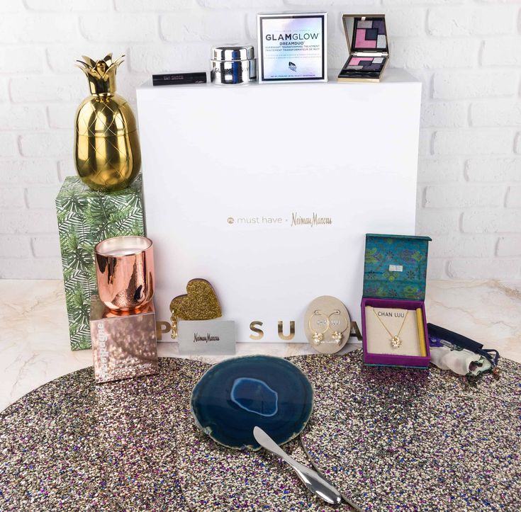Lots of luxe items from the 2017 POPSUGAR Must Have x Neiman Marcus box! Check out our review!   Popsugar Neiman Marcus Must Have Box 2017 Review + Coupon →  https://hellosubscription.com/2018/01/popsugar-neiman-marcus-must-box-2017-review-coupon/ #PopsugarMustHaveBox  #subscriptionbox