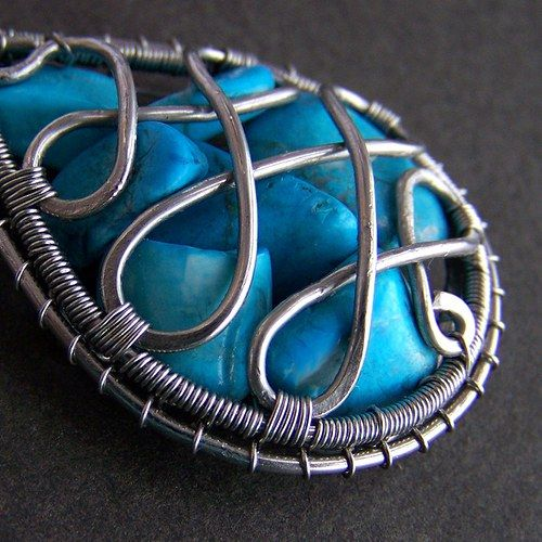 Kousek oceánu v orientu captured stones are brilliantly captured in this stunning wire work <3