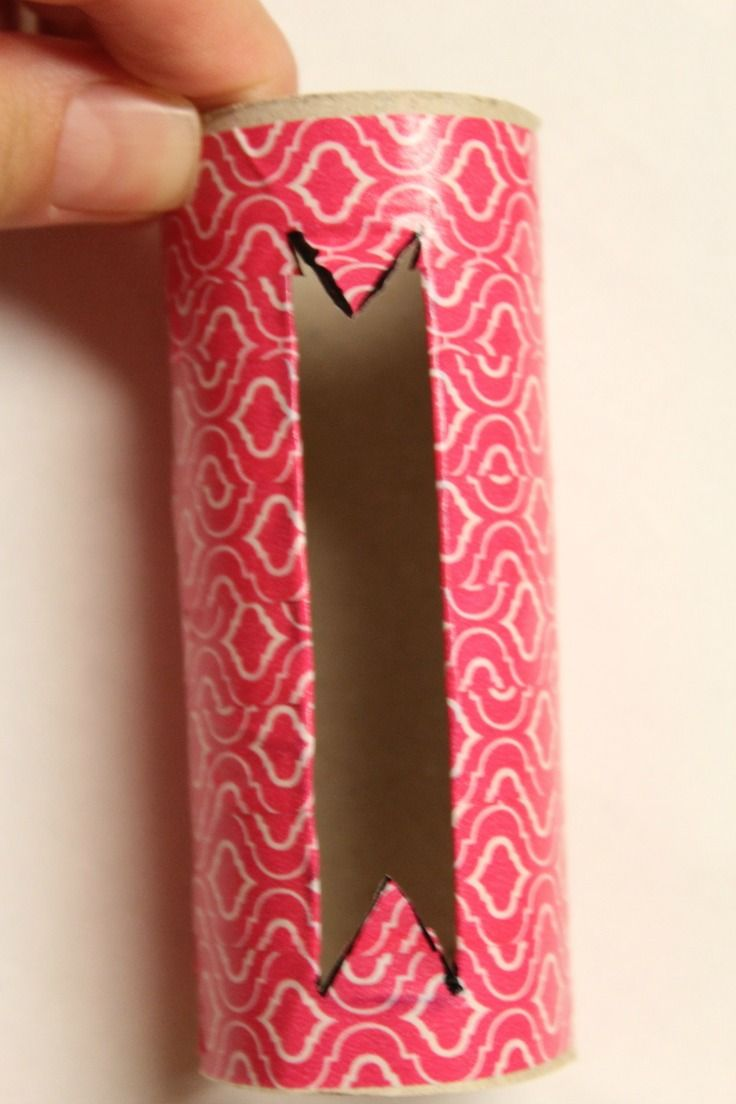 Re-purposing is all about creativity! Check out this Easy DIY Phone Holder, a fun and easy way to reuse and recycle those toilet paper rolls.