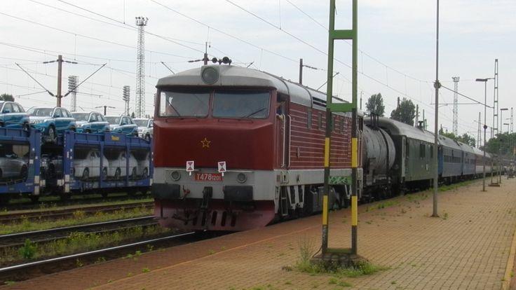 """T478-1201 Bardotka (a cseh-szlovák """"Csörgő"""") a szlovák nosztalgiavonat végén."""