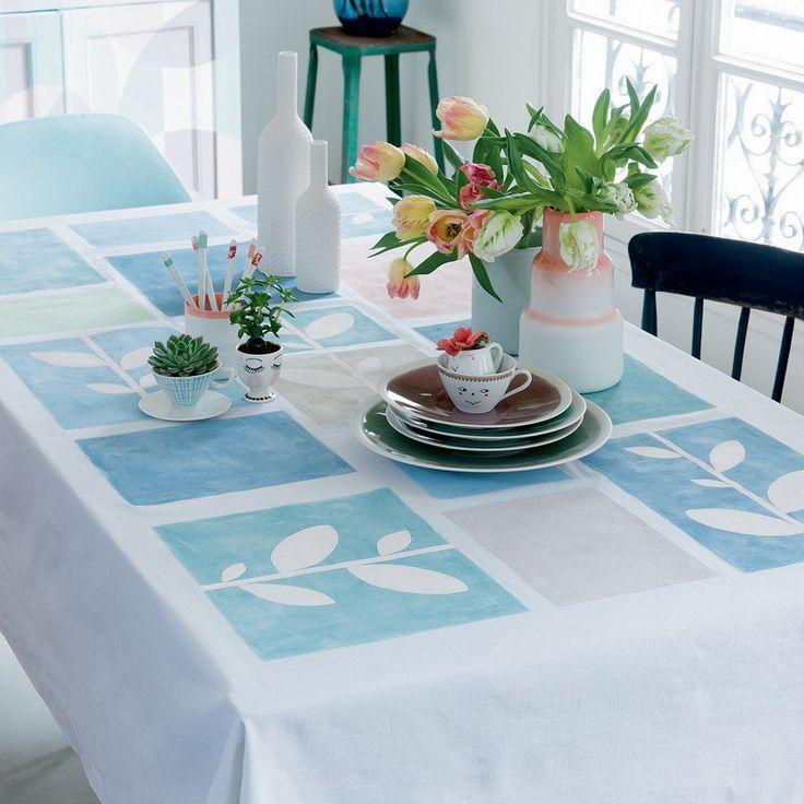 nappe blanche mosaïque de rectangles colorés