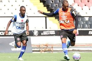 Rodrigo e Yago se desentendem em treino, e zagueiro minimiza: ''Tranquilo'' +http://brml.co/1yDxcLn