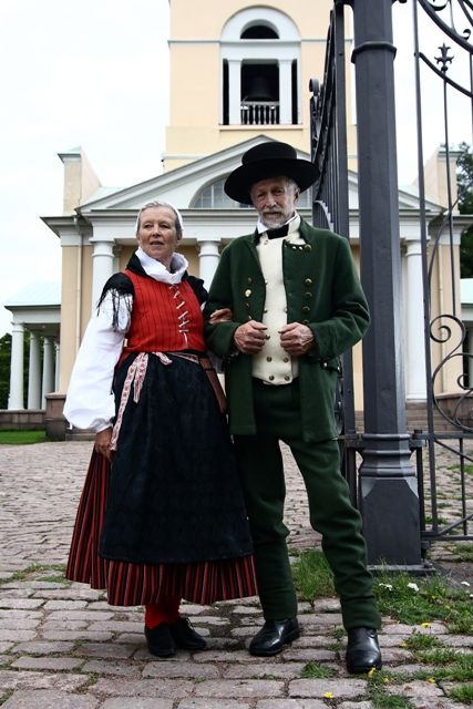 Europe | Portrait of a couple wearing traditional clothes, Finland