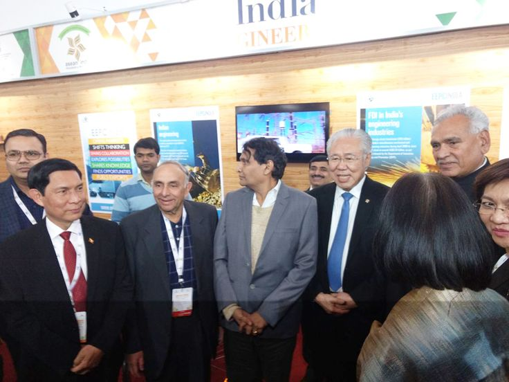Mr. Rakesh Suraj, Regional Director (NR), EEPC India; Mr R P Jhalani, Former Chairman, EEPC India; Mr Suresh Prabhu, Hon'ble Minister of Commerce & Industry, Government of India and Mr. C R Chaudhury, Hon'ble Minister of State of Commerce & Industry, Government of India inside EEPC India booth
