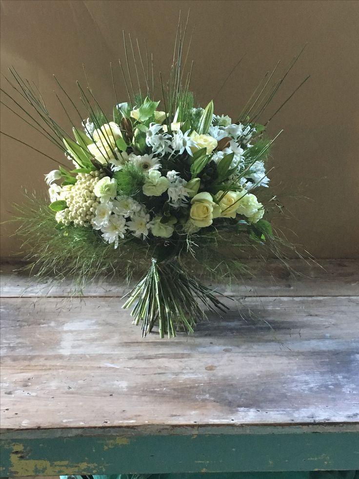 White and cream flowers