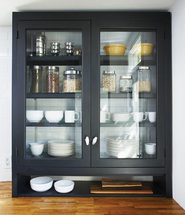 25 best ideas about vaisselier moderne on pinterest for Transformer une armoire en bureau