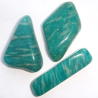Amazonite is a soothing stone. It calms the brain and nervous system and aids in maintaining optimum health. Balances the masculine and feminine energies. Amazonite helps you to see both sides of a problem or different points of view. It soothes emotional trauma, alleviating worry and fear. Dispels negative energy, aggravation and blockages within the nervous system. Amazonite assists in manifesting universal love. It protects against electromagnetic pollution and absorbs microwaves.