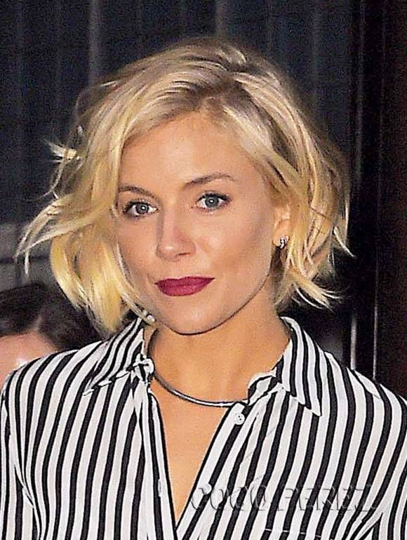 Sienna Miller Shows You Exactly How To Look Sexy And Stylish In A Fully Striped Outfit! | CocoPerez.com
