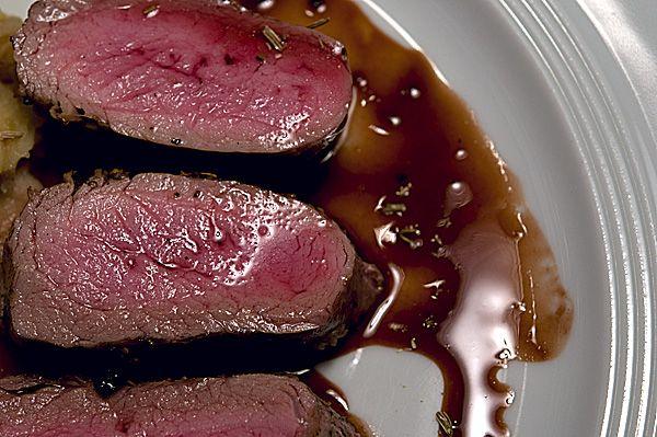 Schwein gehabt: Gegrilltes Ibérico-Schwein mit Lakritzsauce | Rezept | Rezepte mit Bildern für die anspruchsvolle Hobbyküche