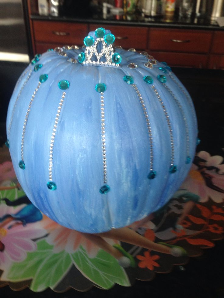 My daughter is obsessed with frozen. When we saw an Elsa pumpkin tutorial, we tried our hand at it! Could find the spray paint at Micheals in Canada,so had to go for craft paint!