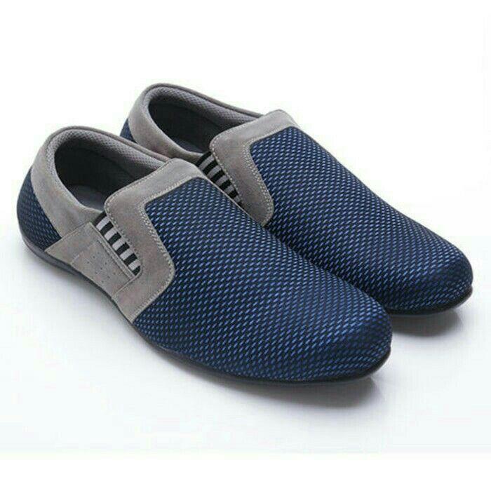 Original Sepatu Dr.Kevin Georgia-Biru/Abu | Deskripsi : Sepatu Kasual/ Santai Warna Hitam Upper Kanvas/Suede Sole TPR Retail Price : Rp 499.900 | Ketersediaan Size = 39, 40, 41, 42, 43 | IDR 385.000