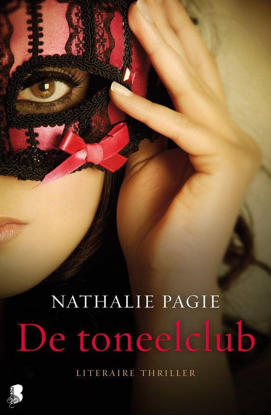 Tip van Anne- Marie 4*: De toneelclub / Nathalie Pagie Spannend debuut van Brabantse schrijfster. Elin zoekt na een verbroken traumatische relatie haar heil in een nieuwe stad en een nieuwe baan. Ze wil helemaal opnieuw beginnen en haar verleden achter zich laten. Vooral Daniel, haar charmante maar ook gewelddadige ex, wil ze vergeten.Het lijkt haar aardig te lukken. Ze besluit haar oude liefde voor toneel nieuw leven in te blazen door zich bij een toneelgezelschap aan te sluiten.