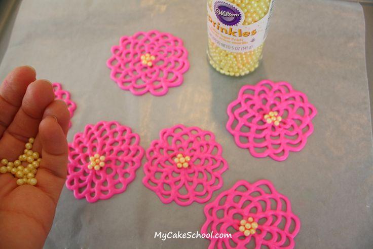 Wie man hübsche Frühlingsblumen mit geschmolzener Schokolade / Candy Melts macht! Spitzenschale …   – mothers day
