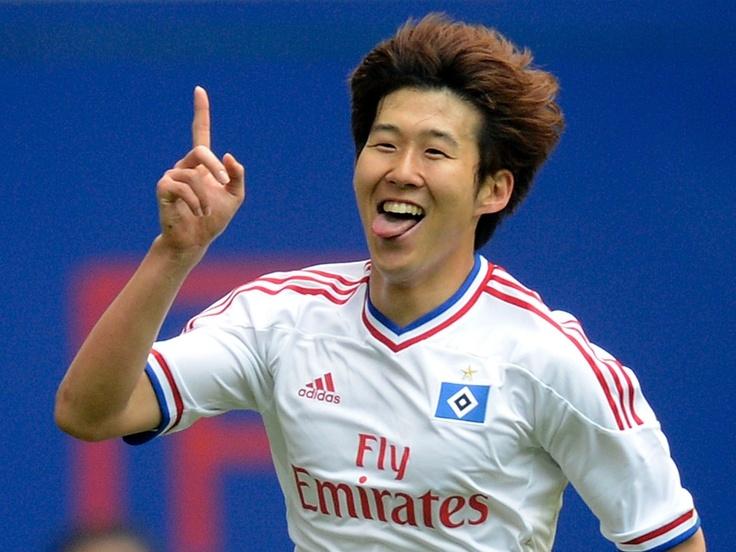 Heung Min Son, do Hamburgo, celebra seu gol contra o Hannover 96 em partida do Campeonato Alemão Reuters