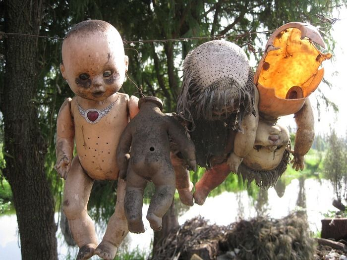 The Island Of The Dolls (Isla de las Muñecas) South of Mexico City - A pretty creepy place