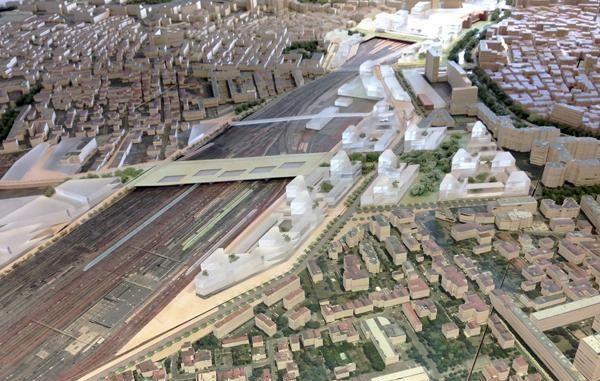 A Toulouse, le géant du BTP Vinci veut édifier un ensemble immobilier écolo-compatible, avec espaces verts, jardins partagés, une résidence senior, une crèche, des bureaux et logements collectifs. Petit problème, les sols et la nappe phréatique sont pollués...