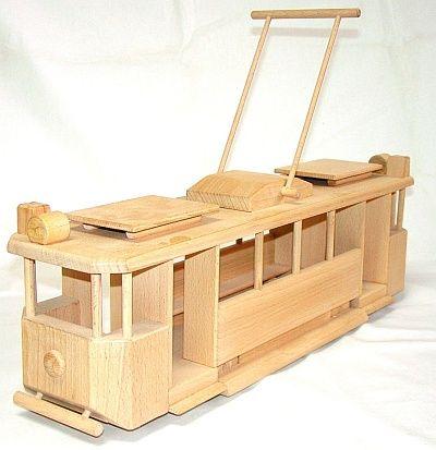 Dřevěné hračky, tramvaje a električky pro děti