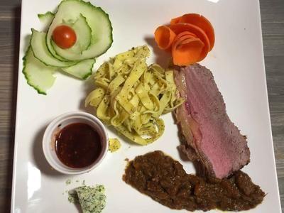 Rezept: Roastbeef mit Chicorée an Kirsch-Senf-Sauce Bild Nr. 1365