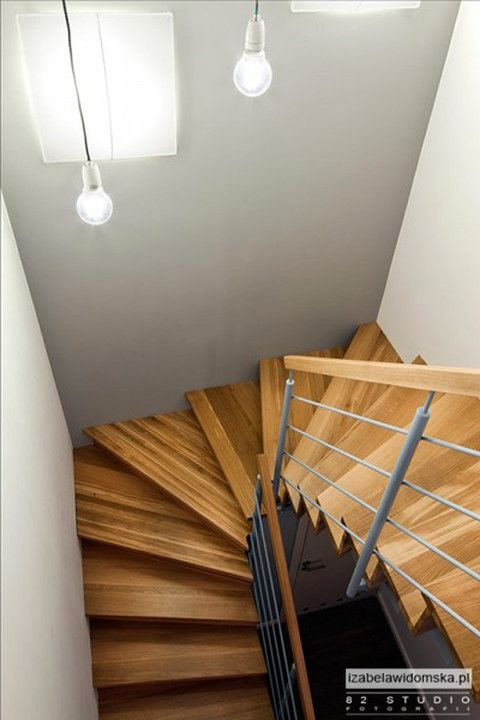 Dwupoziomowe mieszkanie w Warszawie - proste, przytulne, nowoczesne - Dom
