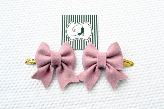 Hair clips bow set in dusty pink / Handmade with by CraftyCatgr