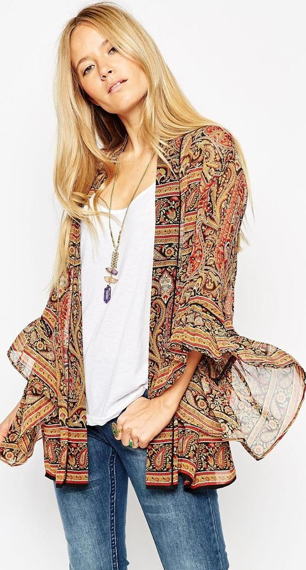 70s style groovy folk sleeve kimono - read about new trend (article) http://www.boomerinas.com/2015/07/22/bell-sleeve-dresses-blouses-wide-statement-sleeves-for-fall-2015-winter-2016/