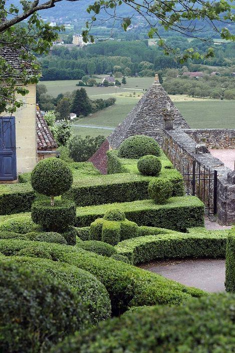 Висячие сады замка Маркизъяк в Везаке (провинция Аквитания). Фото