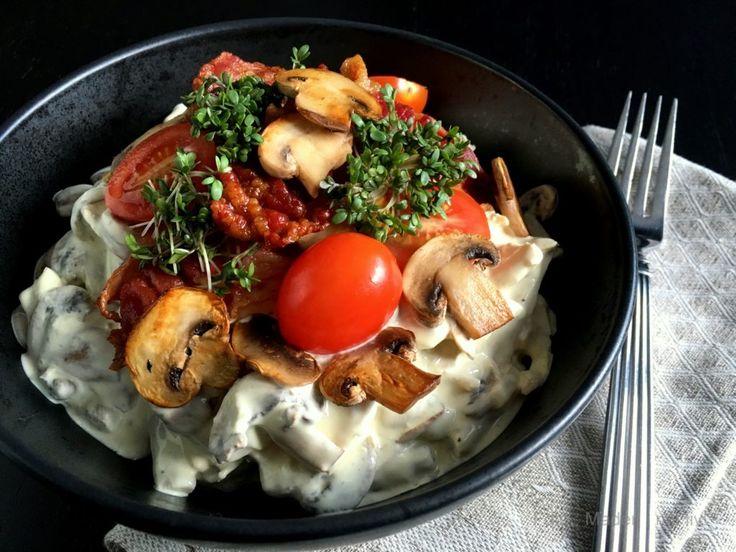Lækker hønsesalat med asparges og champignons…