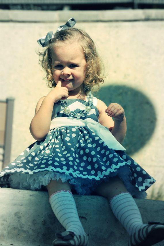 Schöne graue weiße Chevron & Polka Dot Twirl Kleid Kleid enthält Liebling Bo …   – Hochzeitskleider