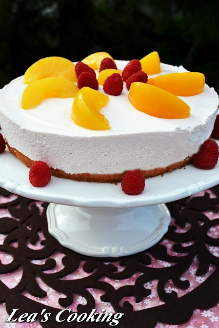 Lea's Cooking: {Peach Mousse Cake}  Delicate sponge cake filled with Peach mousse. It's light and fluffy.
