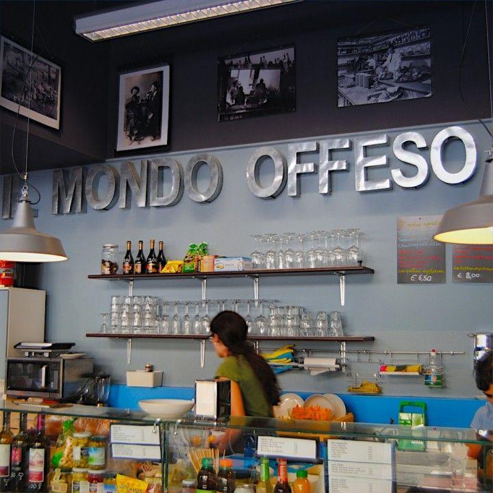 Tra libri e prodotti equosolidali, una caffetteria dove amerete passare il tempo.                                                               Libreria del mondo offeso via Cesariano 7 (zona Chinatown)
