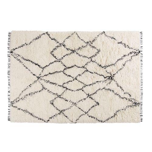 Wij raden aan om onder het Ruffle vloerkleed een anti-slip matje te leggen om wegglijden te voorkomen. Ook wordt hierdoor de vloer onder het kleed beschermd. Het kleed kan gereinigd worden met een stofzuiger zonder uitstekende punten, of breng deze naar een professionele stomerij. Ruffle is gemaakt van 100% wol.  Afmetingen: l 170 cm x b 240 cm.