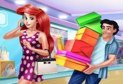 Ariel es una adicta a las compras, hoy quiere ir al centro comercial acompaña de sus amigas, pero ellas no pueden ir y ha decido llamar al Príncipe Eric. Ve al centro comercial con Ariel y Eric para comprar toda la ropa que se le antoje a nuestra amiga la sirenita.