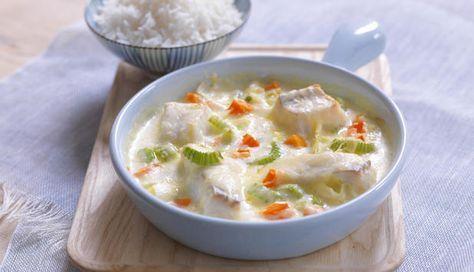 Torsk med gode, norske grønnsaker i form er enkelt og godt. Prøv denne oppskriften med ris som tilbehør, til variasjon fra den kokte poteten.