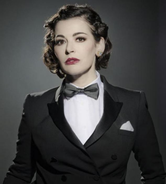 Nigella appeared at once severely lovely and a trifle reminiscent of Oscar Wilde in a man's dinner jacket