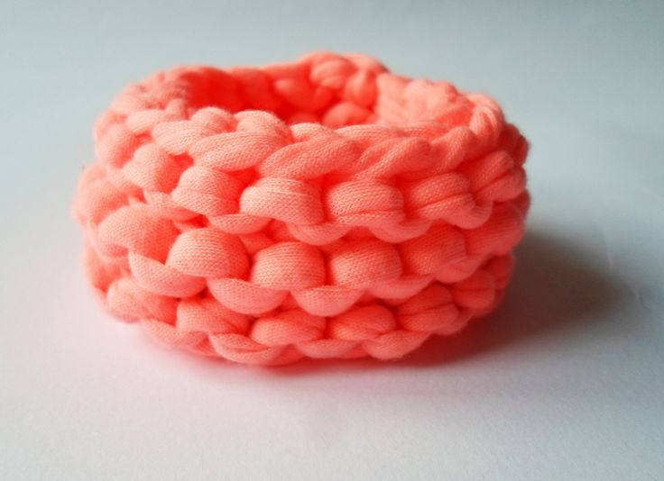 Organic cotton bracelet in neon pinky :)