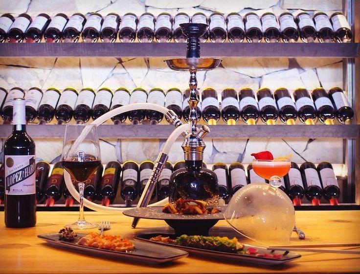 """#preview de parte del increíble #menú del #DomingoNonStop 24 de abril. Os presentamos el plato del original """"#Pulpo Enojado"""" y el irresistible #tataki de #atún y #salmón acompañados como no con sus respectivos #vino #shisha y #Cóctel. #tuna #cocktail #menu #fusioncuisine #gastromusic #octopus #Sunday #alldayallnight #lafusiongastromusic #salmon #beach #sushi #sun #sensation by lafusiongastromusic"""